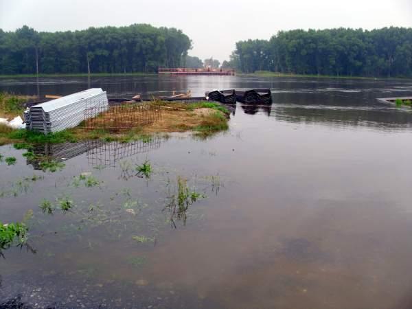 Baubehinderungen durch Hochwasser an der Elbebrücke Schönebeck