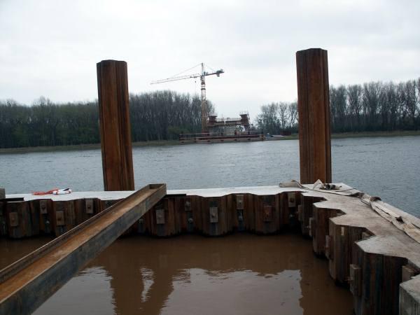Kontrolle des Bodenaushubs an der Elbebrücke Schönebeck