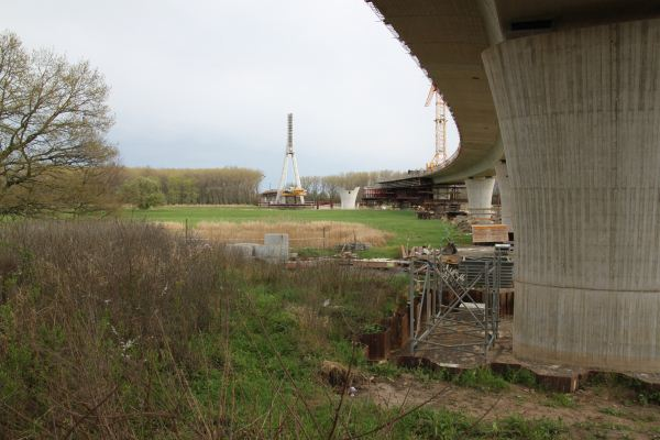 Elbebrücke Schönebeck im April 2012
